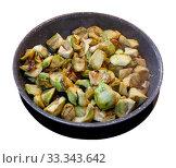Купить «Fried peeled artichokes in a pan», фото № 33343642, снято 9 апреля 2020 г. (c) Яков Филимонов / Фотобанк Лори
