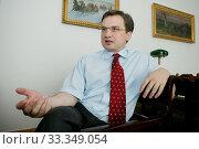 Warszawa 30.06.2006 Zbigniew Ziobro minister sprawiedliwosci w swoim gabinecie. Редакционное фото, фотограф jackowski henryk / age Fotostock / Фотобанк Лори