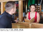 man discussing rental terms of equipment. Стоковое фото, фотограф Яков Филимонов / Фотобанк Лори
