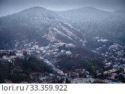 Купить «Краснодарский край, Туапсе, вид на город в пасмурную погоду после снегопада», фото № 33359922, снято 14 февраля 2020 г. (c) glokaya_kuzdra / Фотобанк Лори