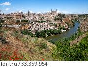 Вид сверху на исторический центр города и реку Тахо. Толедо. Испания (2013 год). Стоковое фото, фотограф Сергей Афанасьев / Фотобанк Лори