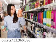 Купить «Asian female customer selecting shampoo», фото № 33360386, снято 24 октября 2019 г. (c) Яков Филимонов / Фотобанк Лори