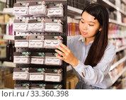 Купить «Asian customer buying false eyelashes», фото № 33360398, снято 24 октября 2019 г. (c) Яков Филимонов / Фотобанк Лори