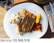 Купить «Grilled various pork with stewed peppers and salad from peas», фото № 33360518, снято 6 апреля 2020 г. (c) Яков Филимонов / Фотобанк Лори