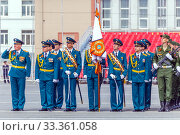 Купить «Russia, Samara, May 2016: The construction of soldiers with rifles for Victory Day at the rehearsal of the parade on Kuibyshev Square on a spring sunny day.», фото № 33361058, снято 7 мая 2017 г. (c) Акиньшин Владимир / Фотобанк Лори