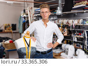 Portrait of blond male dressmaker. Стоковое фото, фотограф Яков Филимонов / Фотобанк Лори
