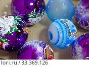 Купить «Готовые раскрашенные новогодние шарики лежат в коробке на фабрике ёлочных игрушек в поселке Крестцы Новгородской области», эксклюзивное фото № 33369126, снято 28 декабря 2019 г. (c) Румянцева Наталия / Фотобанк Лори