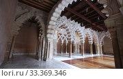 Interior view of Aljaferia palace. Zaragoza, Aragon, Spain. Стоковое видео, видеограф Яков Филимонов / Фотобанк Лори