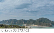 Купить «Time lapse of day clouds over the wonderful bay of Phi Phi island landscape with boats. Andaman sea lagoon.», видеоролик № 33373462, снято 24 апреля 2019 г. (c) Александр Маркин / Фотобанк Лори