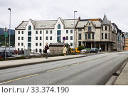 Купить «Гостиница Quality hotel Waterfront в городе Олесунне в Норвегии», фото № 33374190, снято 25 июня 2013 г. (c) Солодовникова Елена / Фотобанк Лори