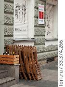 Купить «Graffiti on window shutters», эксклюзивное фото № 33374266, снято 16 сентября 2019 г. (c) Короленко Елена / Фотобанк Лори