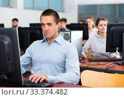 Купить «Computer lessons for adults in classroom», фото № 33374482, снято 31 марта 2020 г. (c) Яков Филимонов / Фотобанк Лори