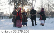 Russian folk - a group of people in traditional costumes are dancing in a circle and clappping. Стоковое видео, видеограф Константин Шишкин / Фотобанк Лори