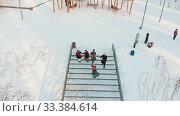 Russian folklore - russian people in costumes are dancing on the stairs. Стоковое видео, видеограф Константин Шишкин / Фотобанк Лори