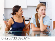 Friend finding out relationship. Стоковое фото, фотограф Яков Филимонов / Фотобанк Лори