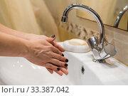 Купить «Start to washing hands, close up view», фото № 33387042, снято 16 марта 2020 г. (c) Кекяляйнен Андрей / Фотобанк Лори