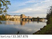 Walking in autumn Prague. (2017 год). Редакционное фото, фотограф Сергей Дрозд / Фотобанк Лори
