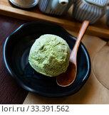 Купить «Ice cream with flavor of green tea on cup in Japanese restaurant», фото № 33391562, снято 8 апреля 2020 г. (c) Яков Филимонов / Фотобанк Лори