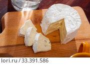 Купить «Tasty slices of french cambozola cheese at wooden desk», фото № 33391586, снято 4 августа 2020 г. (c) Яков Филимонов / Фотобанк Лори