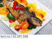 Купить «Grilled whole trout with vegetable garnish», фото № 33391598, снято 2 апреля 2020 г. (c) Яков Филимонов / Фотобанк Лори