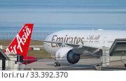 Купить «Airplane taxiing after landing», видеоролик № 33392370, снято 1 декабря 2018 г. (c) Игорь Жоров / Фотобанк Лори