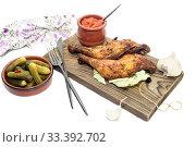 Купить «Fried chicken legs on a cutting board close-up», фото № 33392702, снято 5 февраля 2020 г. (c) Татьяна Ляпи / Фотобанк Лори