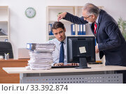 Old boss and young male employee in the office. Стоковое фото, фотограф Elnur / Фотобанк Лори