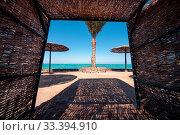 Купить «Wicker sunshade shelter hovel on the beach in ocean sea resort. Vacation summer time.», фото № 33394910, снято 15 июля 2020 г. (c) age Fotostock / Фотобанк Лори