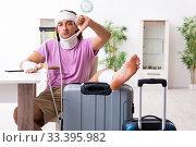 Купить «Young injured man preparing for the trip», фото № 33395982, снято 15 августа 2019 г. (c) Elnur / Фотобанк Лори