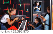 Kids and adults playing lasertag. Стоковое фото, фотограф Яков Филимонов / Фотобанк Лори