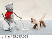 Купить «Игрушки. Котёнок играет с бантиком», эксклюзивное фото № 33399058, снято 15 марта 2020 г. (c) Dmitry29 / Фотобанк Лори