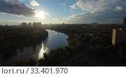 Купить «A sparkling city river», видеоролик № 33401970, снято 5 июня 2020 г. (c) Данил Руденко / Фотобанк Лори