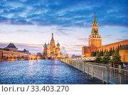 Красная Площадь на рассвете  Red Square in Moscow under a blue dawn sky. Стоковое фото, фотограф Baturina Yuliya / Фотобанк Лори