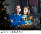 Wife apologizing her offended husband. Стоковое фото, фотограф Яков Филимонов / Фотобанк Лори