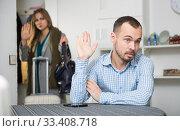 Man upset because of his wife leaving. Стоковое фото, фотограф Яков Филимонов / Фотобанк Лори