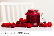 Купить «Raspberry jam and fresh raspberries», фото № 33408986, снято 26 мая 2020 г. (c) Яков Филимонов / Фотобанк Лори