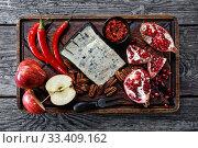 Купить «Blue cheese served with garnet, pecan nuts, apples», фото № 33409162, снято 23 января 2020 г. (c) Oksana Zh / Фотобанк Лори
