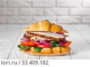 Купить «close-up of Croissant sandwich with ham, tomatoes», фото № 33409182, снято 22 января 2020 г. (c) Oksana Zh / Фотобанк Лори