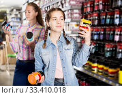 Купить «Mother and daughter holding jar with color paint», фото № 33410018, снято 12 апреля 2017 г. (c) Яков Филимонов / Фотобанк Лори