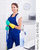 Купить «woman cleaner in office», фото № 33410062, снято 29 мая 2020 г. (c) Яков Филимонов / Фотобанк Лори