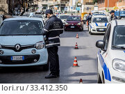 Купить «Traffic police checkpoints. The containment measures for the coronavirus emergency only allow travel for family reasons, for work and assistance to people in need Rome, Italy 21-03-2020.», фото № 33412350, снято 21 марта 2020 г. (c) age Fotostock / Фотобанк Лори