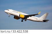 Купить «Vueling Airbus A320neo EC-NDC taking off from Barcelona Airport», фото № 33422538, снято 2 февраля 2020 г. (c) Яков Филимонов / Фотобанк Лори