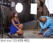 woman posing for professional photographer. Стоковое фото, фотограф Яков Филимонов / Фотобанк Лори