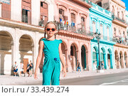 Купить «Tourist girl in popular area in Havana, Cuba.», фото № 33439274, снято 12 апреля 2017 г. (c) Дмитрий Травников / Фотобанк Лори