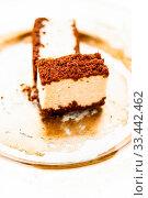 Купить «Sweet food, restaurant and luxury gourmet gastronomy concept - Classic cheesecake with chocolate on a golden plate, european cuisine dessert», фото № 33442462, снято 14 июля 2020 г. (c) easy Fotostock / Фотобанк Лори
