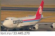 Купить «Boeing 747 airfreighter taxiing», видеоролик № 33445270, снято 7 ноября 2019 г. (c) Игорь Жоров / Фотобанк Лори