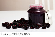 Glass jar of blackberry jam. Summer dish. Стоковое фото, фотограф Яков Филимонов / Фотобанк Лори