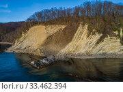 Купить «Краснодарский край, Туапсинский район, скалы Мышиные Норы на мысе Кадош», фото № 33462394, снято 4 марта 2020 г. (c) glokaya_kuzdra / Фотобанк Лори