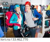 girl and guy are choosing travel gear. Стоковое фото, фотограф Яков Филимонов / Фотобанк Лори