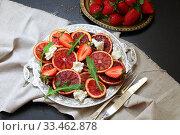 Купить «Салат с красными апельсинами,сыром и рукколой», фото № 33462878, снято 30 марта 2020 г. (c) Марина Володько / Фотобанк Лори